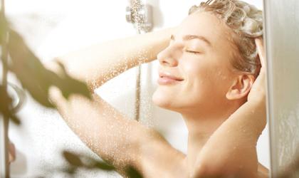 Saç Yıkarken Su Sıcaklığı Nasıl Olmalı?